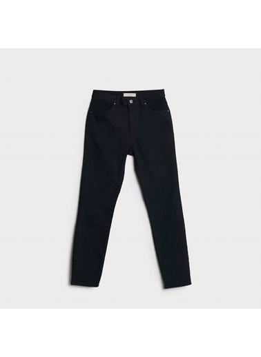 Yargıcı Nervür Detaylı Pantolon Siyah